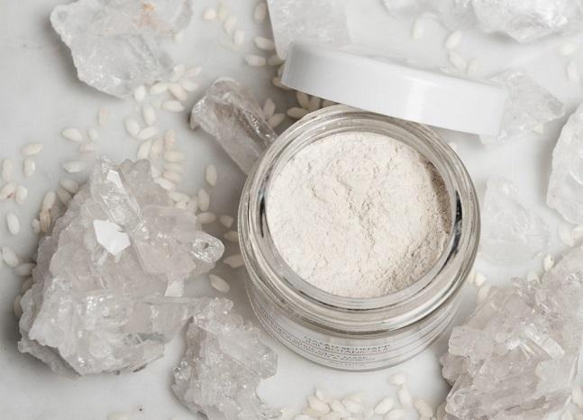 Cách trị mụn cho da nhờn hiệu quả nhất với đất sét trắng