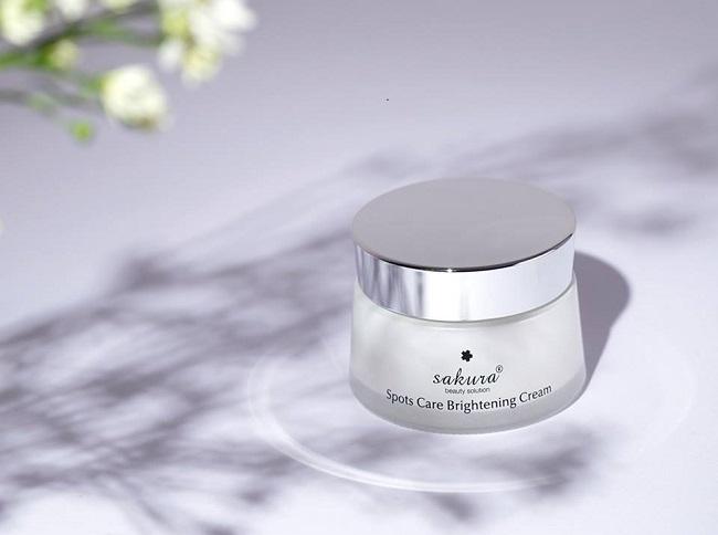 kem dưỡng trắng da sakura spots care brightenging cream